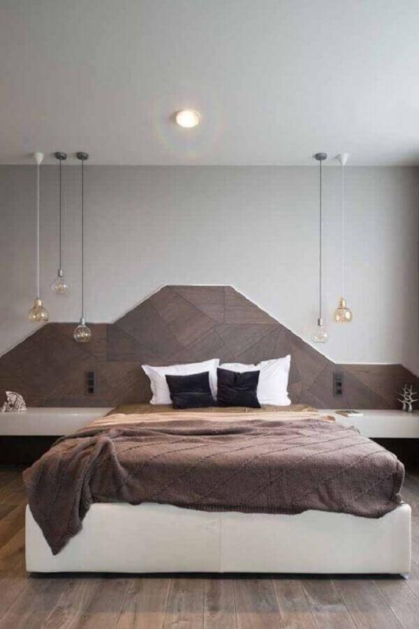 O quarto marrom traz um toque acolhedor para o dormitório. Fonte: Pinterest