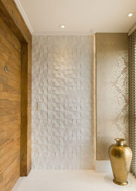 Parede com porcelanato 3D na entrada de casa luxuosa