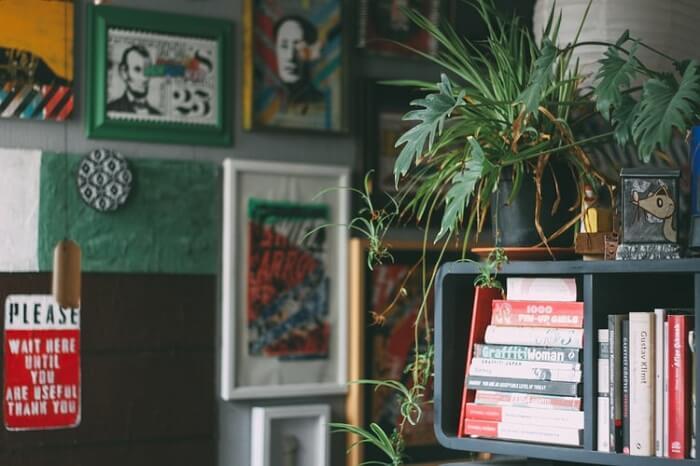 Peças artesanais em casa: busque referências de formatos e materiais para as molduras. Fonte: Unsplash.