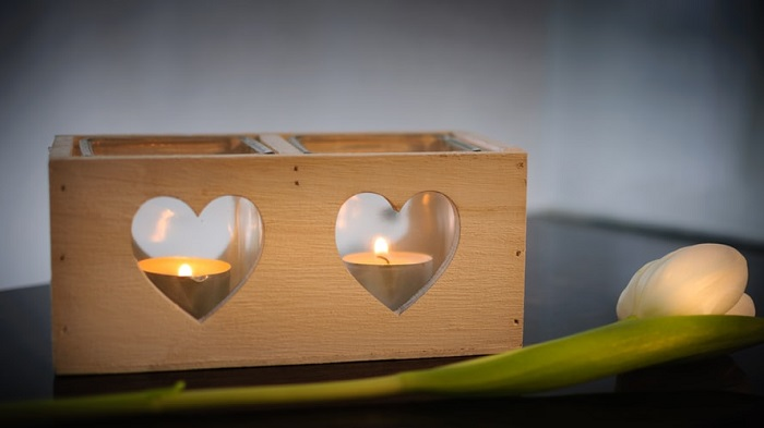 Peças artesanais em casa: as velas aromáticas também ajudam na decoração e deixam o espaço mais intimista. Fonte: Unsplash