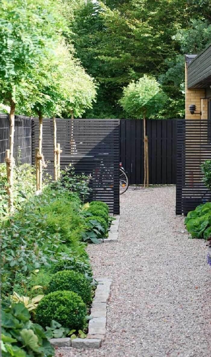 Pense no quanto você pode investir no jardim com pedras. Fonte: Pinterest