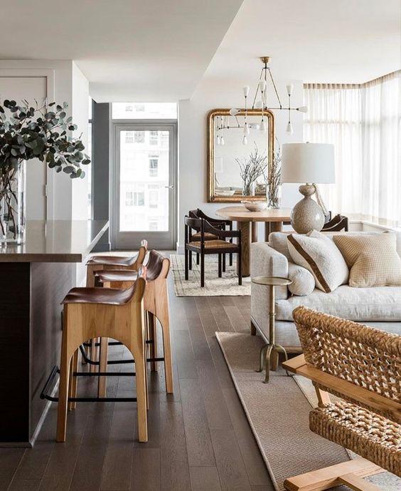 Piso marrom de madeira na sala de estar