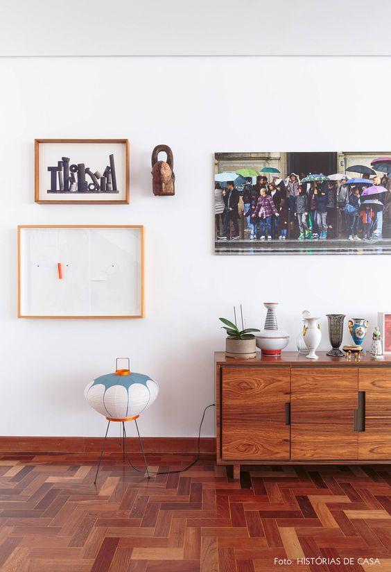 Piso marrom de madeira para sala de estar