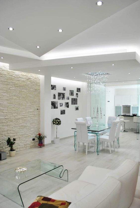 Porcelanato 3D bege na sala de estar branca