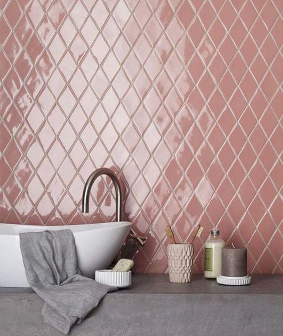 Porcelanato 3D cor de rosa pra banheiro moderno