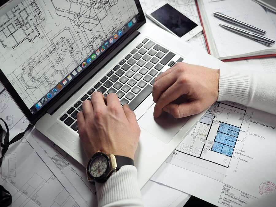 Porque contratar um arquiteto: o arquiteto avalia as condições do local e pensa em vários detalhes do projeto. Fonte: Pexels