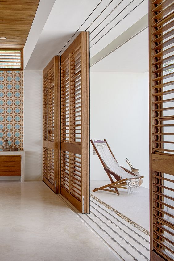 Porta balcão de madeira sala de estar