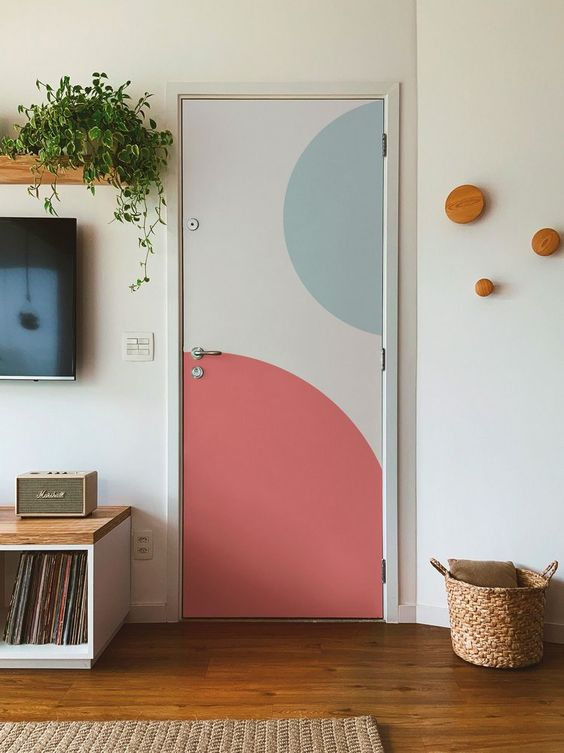Porta de madeira para sala colorida