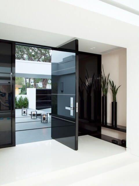 Porta de madeira para sala de estar preto e branco