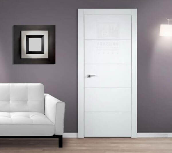 Porta de madeira para sala de estar simples e branca