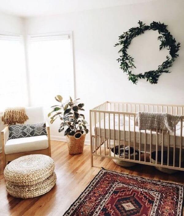 Projeto de quarto marrom e branco de bebê. Fonte: Revista Viva Decora