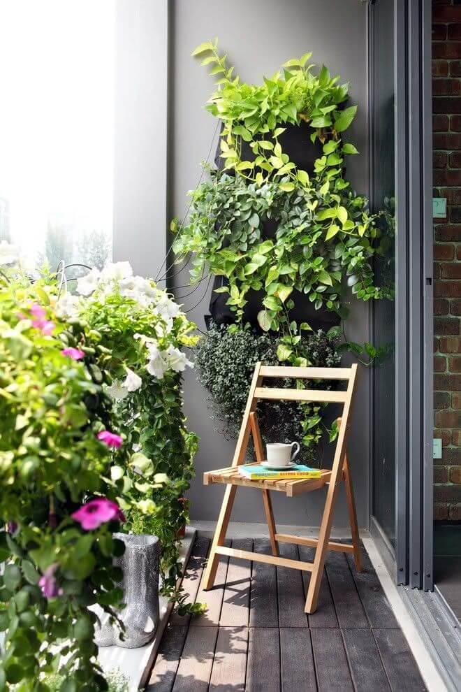 Quarto com varanda pequena e jardim