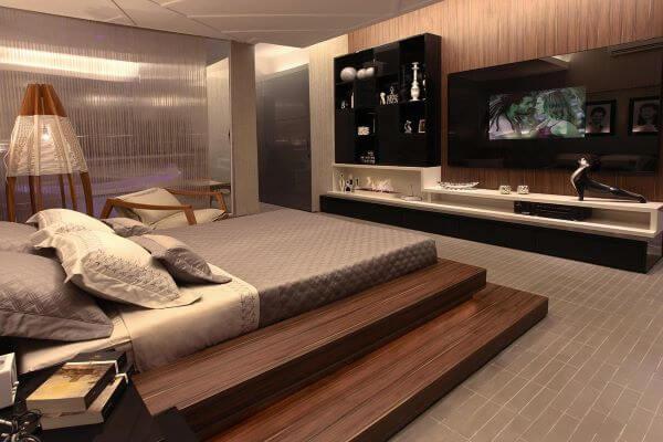 Quarto moderno em tons de marrom e madeira
