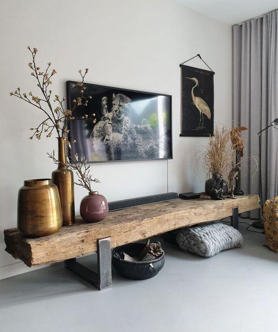 Rack rustico de madeira com pés de ferro