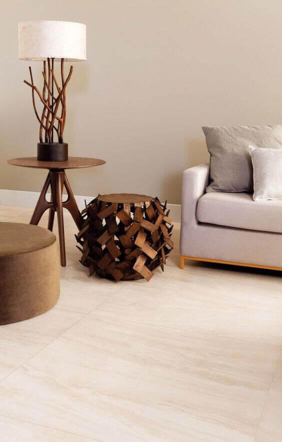 Revestimento piso bege para sala de estar moderna