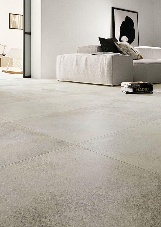 Sala com cores de porcelanato bege