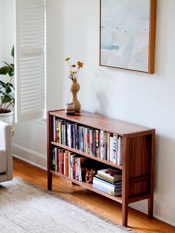 Sala com mini estante para livros