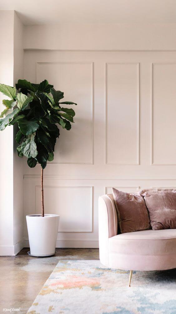 Sala com moldura de isopor na parede
