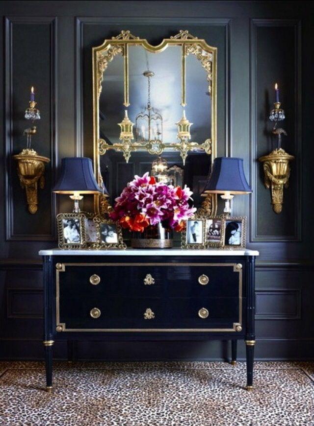 Sala de estar com abajur antigo azul