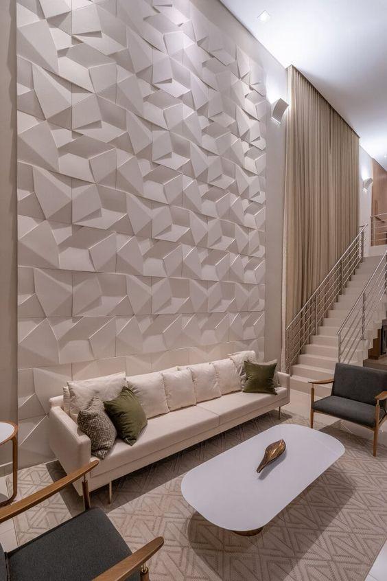 Sala de estar sofisticada com parede de porcelanato 3D