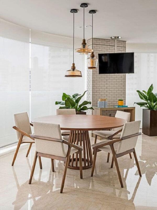 Sala de jantar com piso bege porcelanato retificado