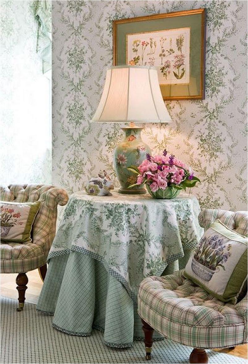 Sala vintage com abajur antigo floral