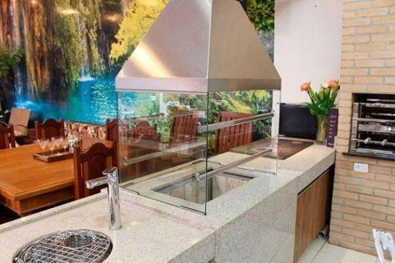 Terraço gourmet com churrasqueira de vidro