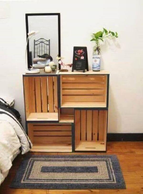 Use caixotes para fazer uma mini estante no quarto