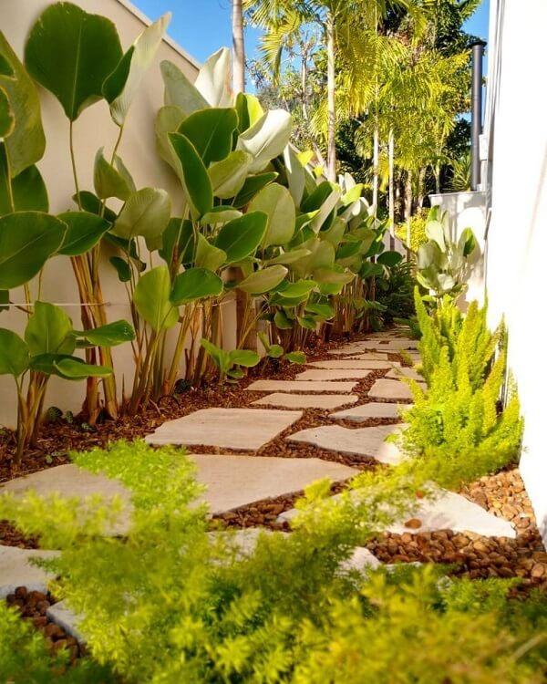Use e abuse dos diferentes formatos da pedra São Tomé para formar seu jardim com pedras. Fonte: Pinterest