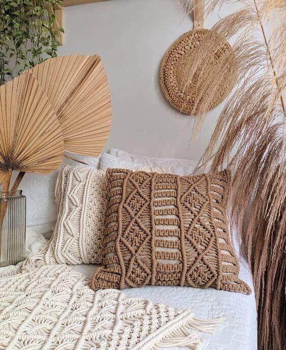 Almofadas boho chic com decoração artesanal