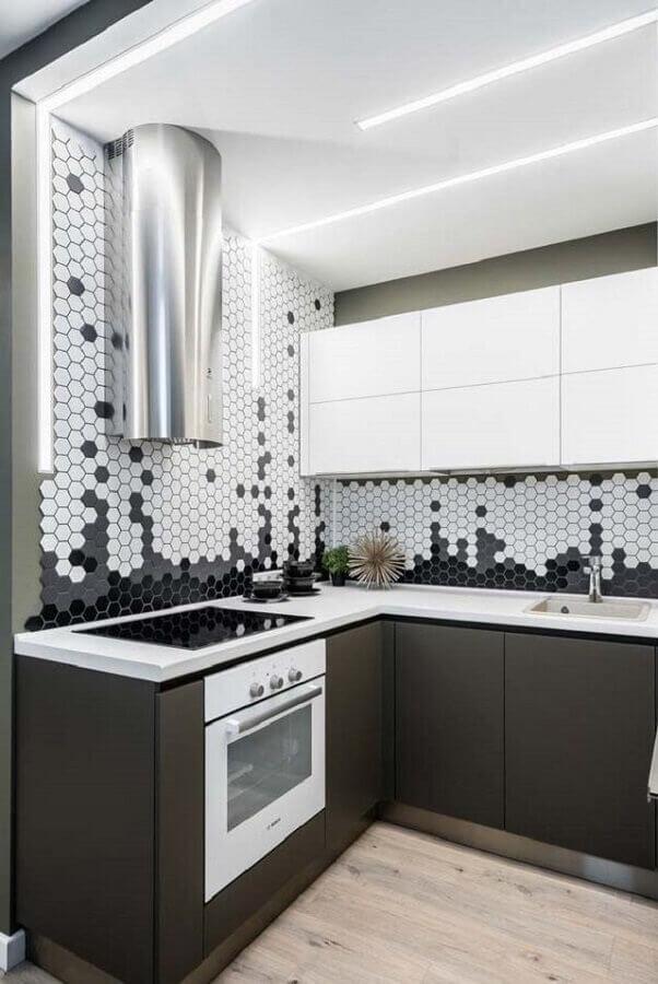 armário aéreo branco para cozinha moderna decorada com revestimento hexagonal Foto Futurist Architecture