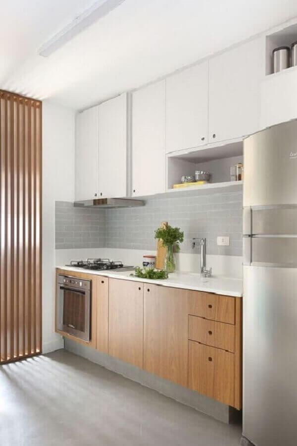 armário aéreo branco para decoração de cozinha com gabinete de madeira planejado Foto Jeito de Casa