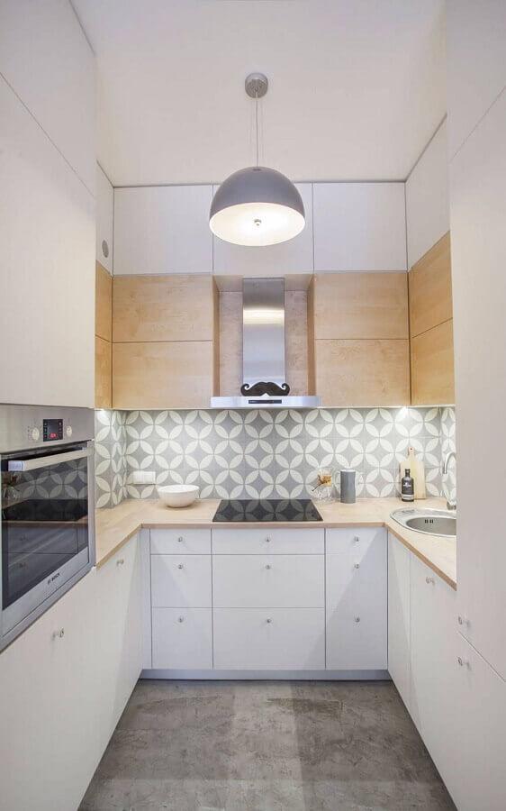 armário branco com madeira para decoração de cozinha corredor pequena Foto Ideias de Casa