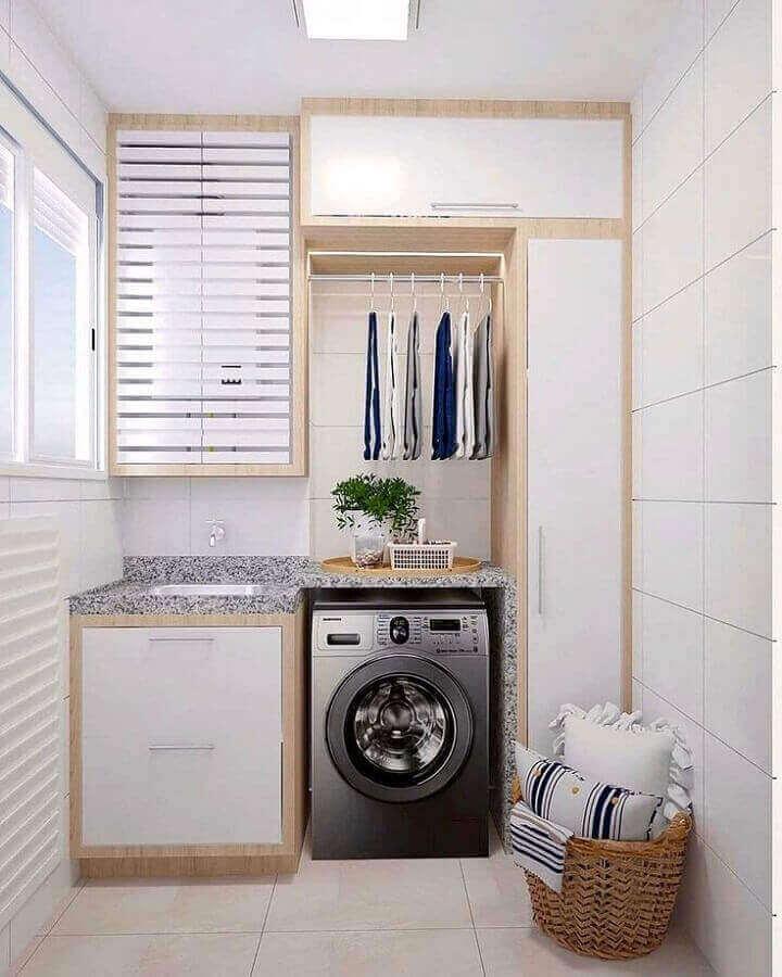 armário branco com madeira para decoração de lavanderia planejada Foto Arq. Narjara Oneida
