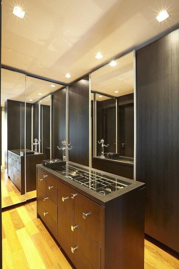 armário para closet preto decorado com portas espelhadas Foto Ana Luisa Previde