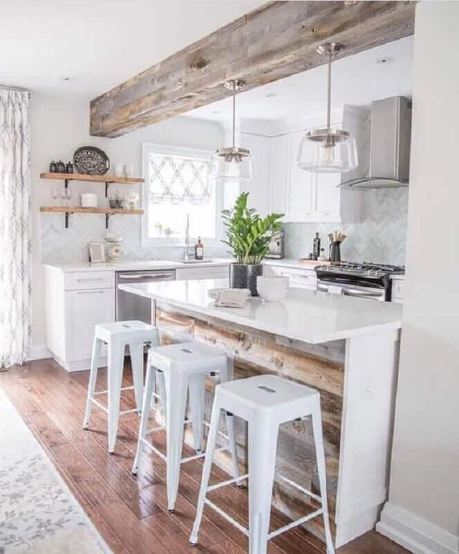 banqueta branca para decoração de cozinha branca planejada com detalhes rústicos Foto Yandex