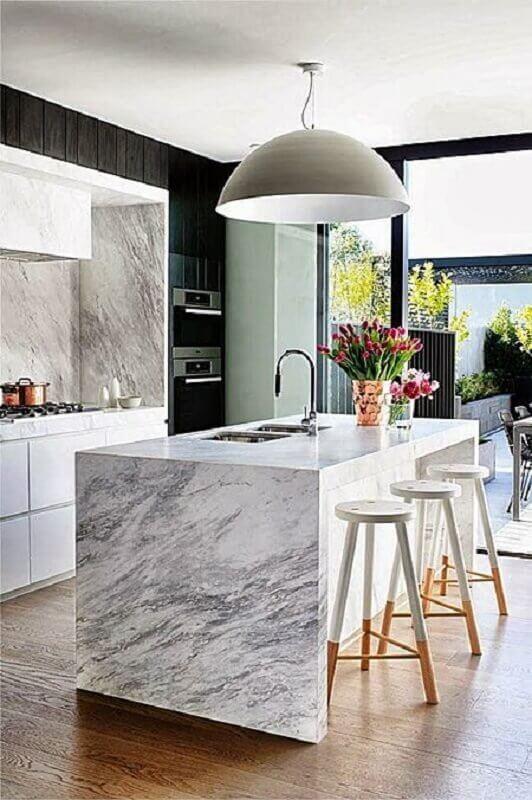 banqueta branca para decoração de cozinha com ilha de mármore Foto Simples Decoração
