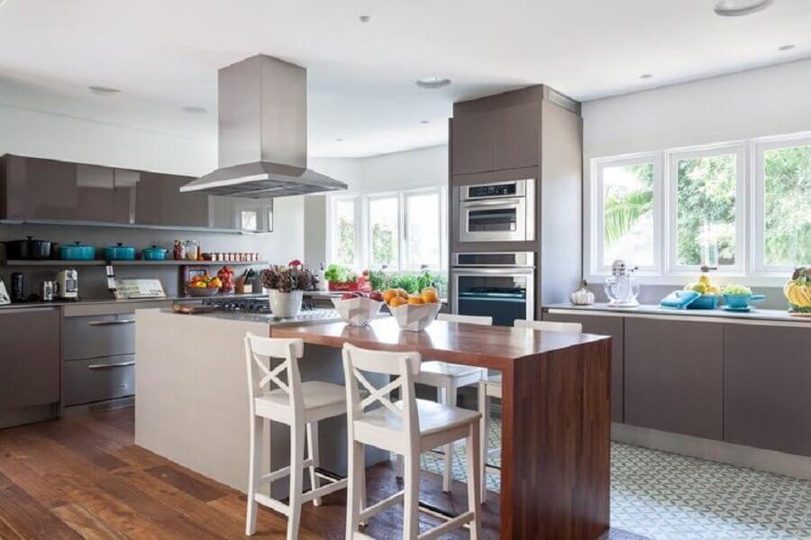 banqueta de madeira branca para decoração de cozinha planejada cinza com ilha Foto Pinterest