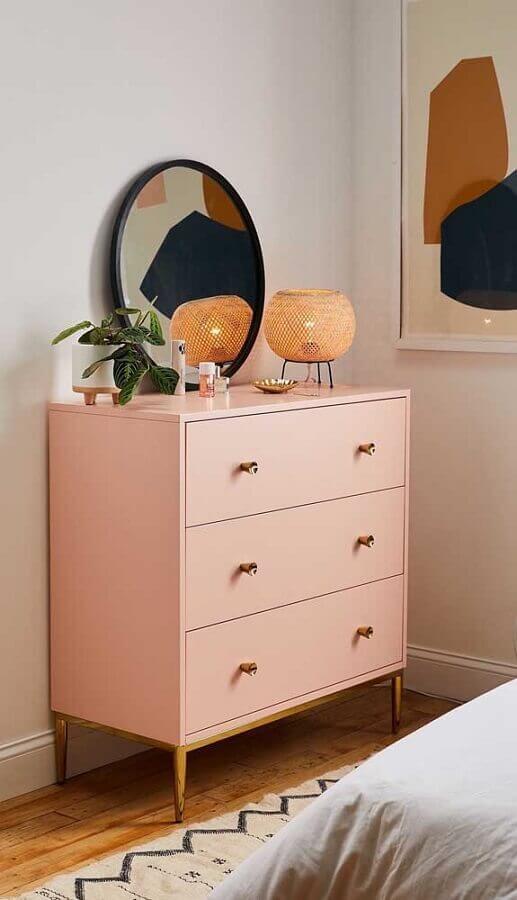 cômodas coloridas para quarto decorado com espelho redondo Foto Pinterest