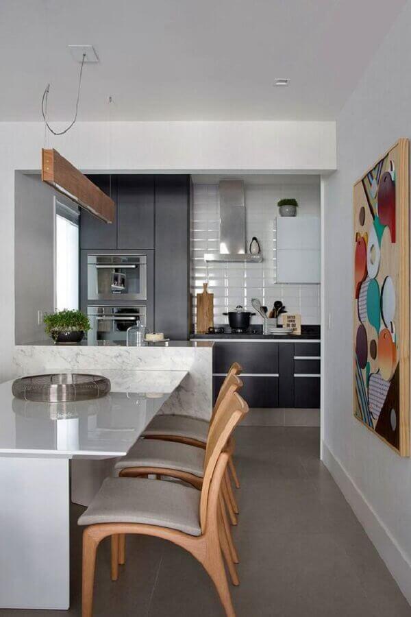 cadeiras de madeira para decoração de sala de jantar com cozinha americana Foto Casa de Valentina