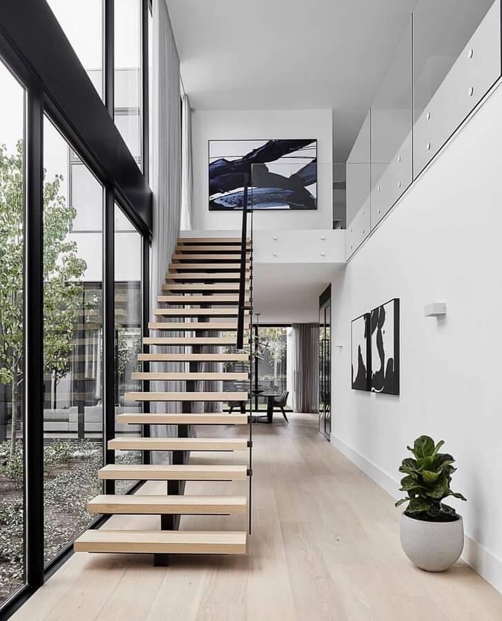 casa moderna decorada com escada interna reta vazada Foto Pinterest