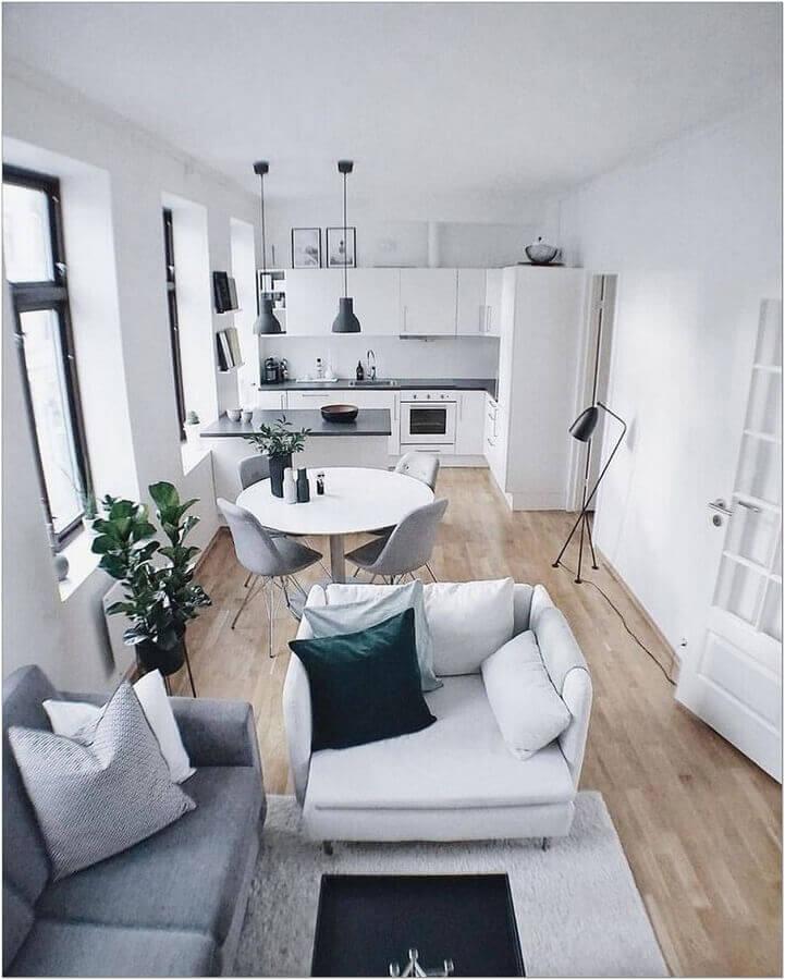 cozinha americana com sala de jantar branca decorada com mesa redonda Foto Decor Arse