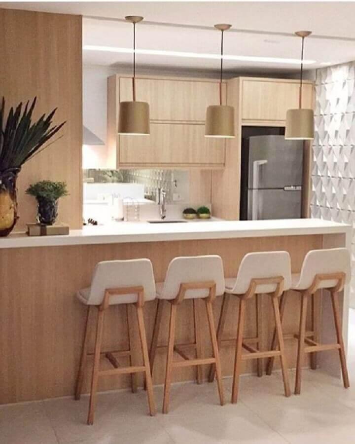 cozinha americana decorada com banqueta de madeira branca Foto Pinterest