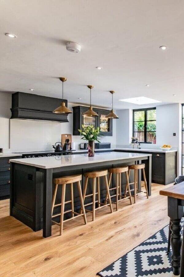 cozinha com ilha decorada com luminária pendente cobre Foto Ideias em Casa