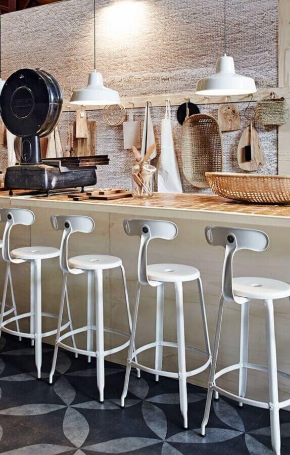 cozinha estilo industrial decorada com banqueta alta branca Foto Futurist Architecture