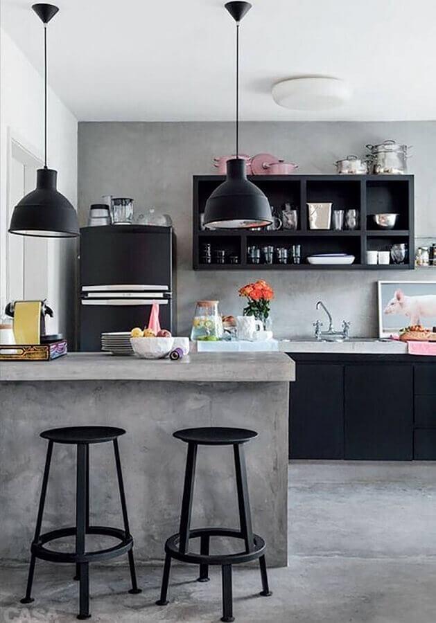 cozinha estilo industrial decorada com luminária pendente preta Foto Pinterest