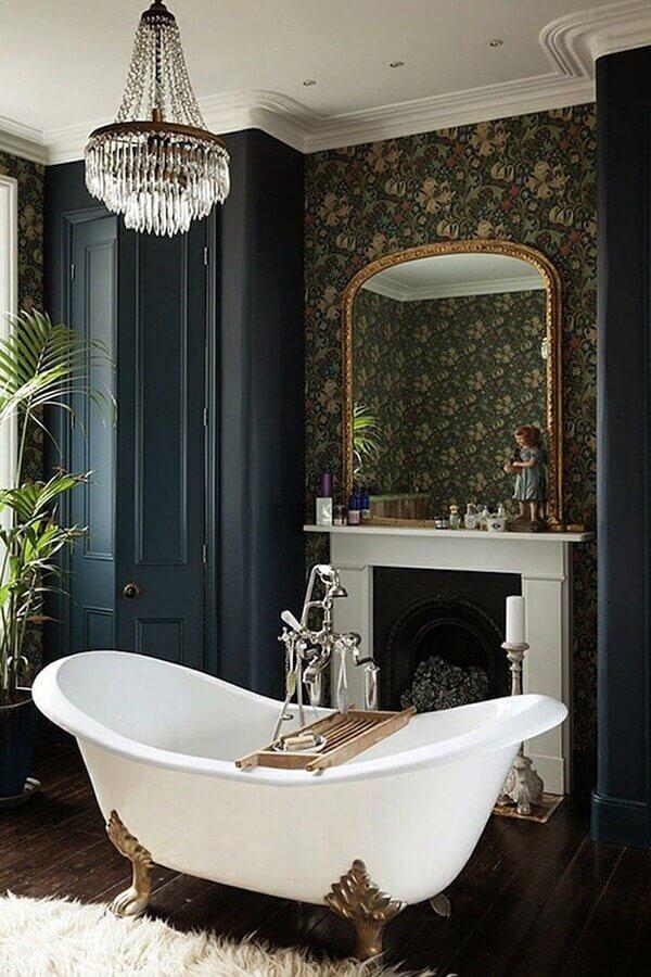 decoração clássica com banheira e lustres para teto de banheiro Foto Home Fashion Trend