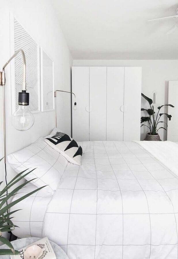 decoração clean com armário branco para quarto de casal Foto HomeyLife
