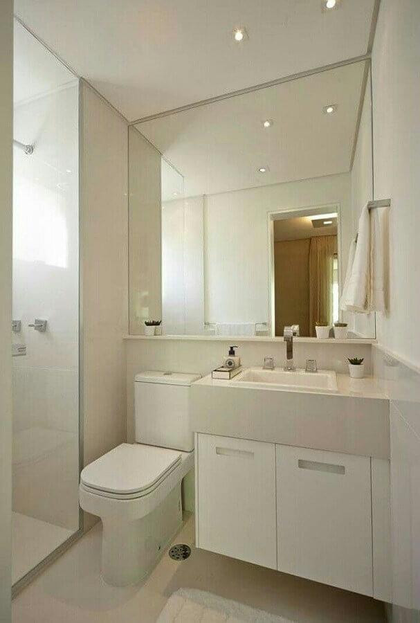 decoração clean para banheiro com armário branco pequeno Foto Constanza Fernandez