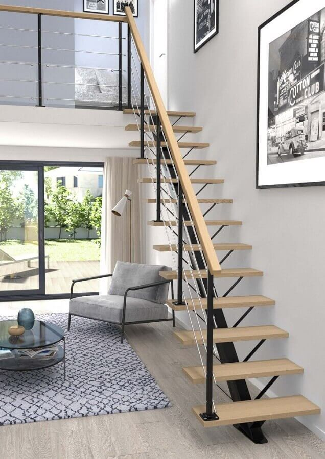 decoração clean para sala branca com escadas internas reta Foto Planete Deco